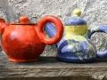 Teekannen in drei Grundfarben